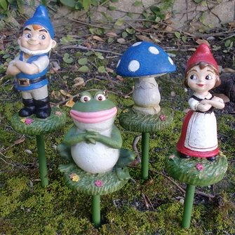 Gnomeo & Juliet Garden Stakes (Set of 4) - Click to enlarge
