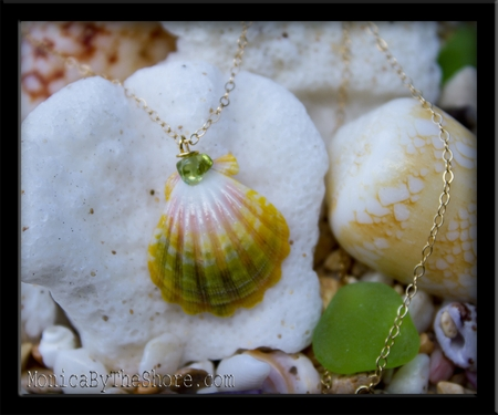 Green Yellow Pink Sunrise Shell & Peridot Pendant Gold Chain Necklace