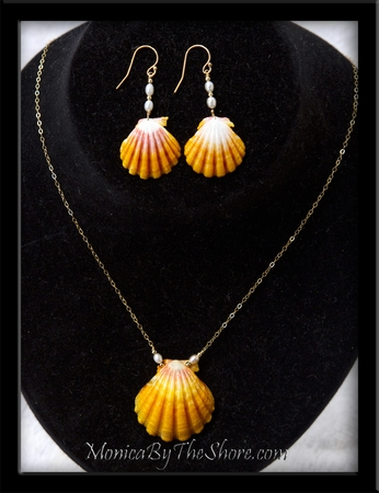 Hawaiian Sunrise Shells Necklace & Earrings with Pearls Set