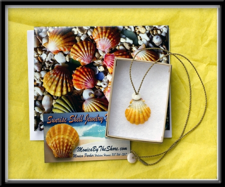 Custom Hawaiian Sunrise Shell & Puka Shell Necklace Gift Wrap Set