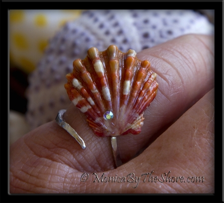 Red Hawaiian Sunrise Shell Slant Silver Ring with Bling