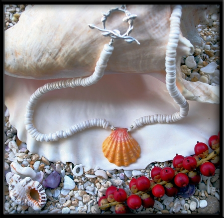Classic Hawaiian Style Sunrise Shell & Puka Shell Necklace