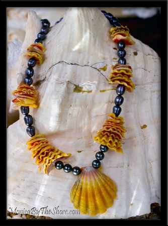 Tahitian Black Pearl & Hawaiian Sunrise Shell Chip Lei Necklace