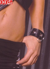 Leather wrist cuffs With square nail heads and O rings EM L9466