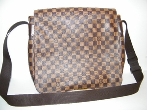 Men or Women Authentic Louis Vuitton Abesses Bastille Damier Ebene Messenger Bag