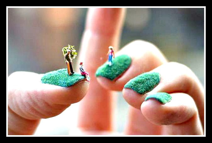 Fingernails with moss and fairies