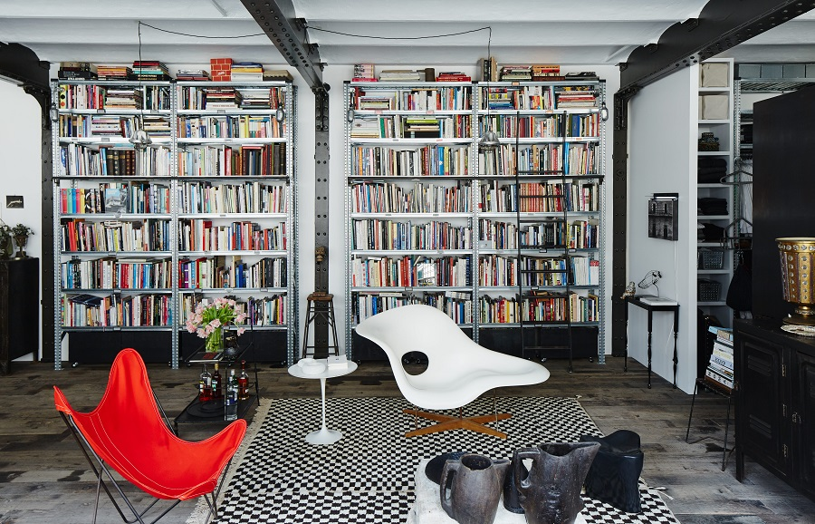 Creating a Fabulous Space with the Eames LA Chaise Replica