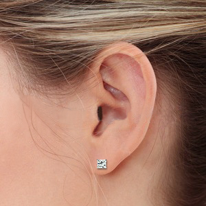 Click on the total carat weight below to view earring sizes on man's